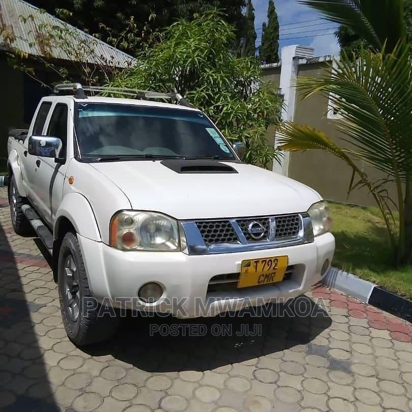 Archive: Nissan Hardbody 2004 White