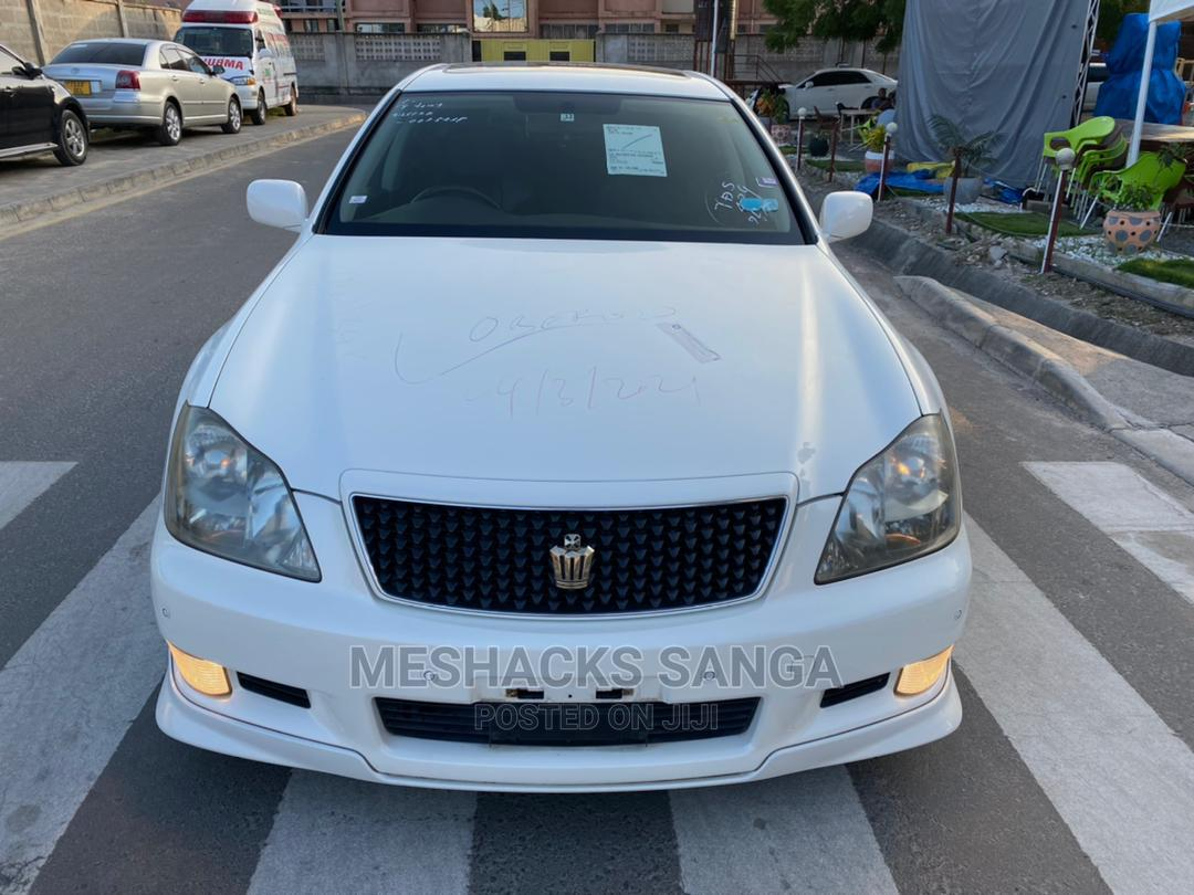 Archive: Toyota Crown 2006 White