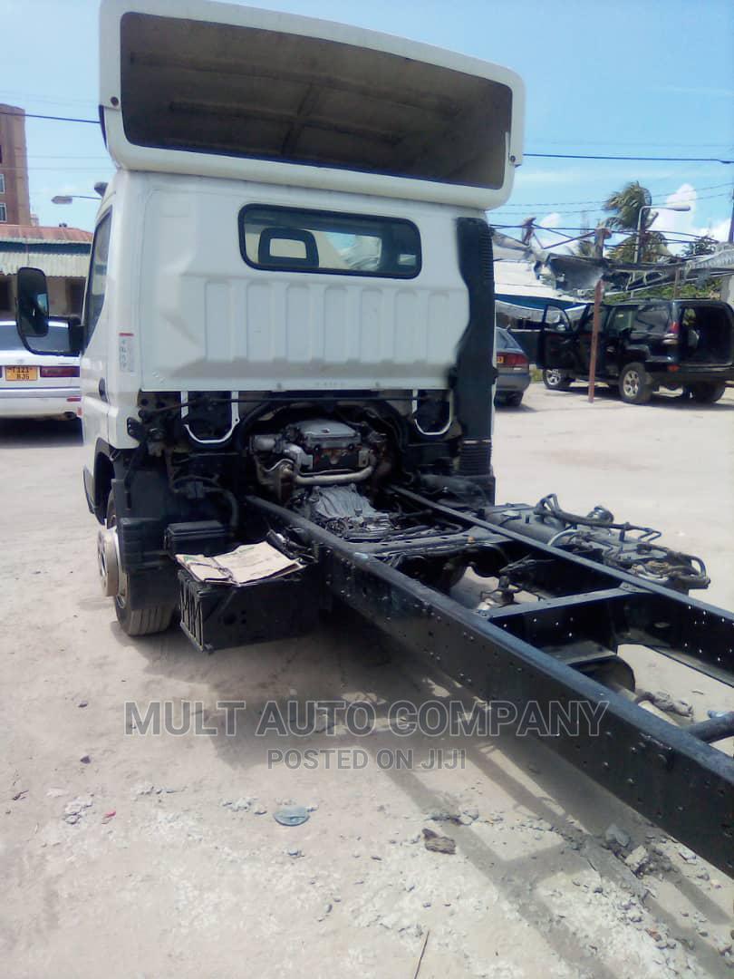Mitsubishi Canter Kaliiii Mnoooo | Trucks & Trailers for sale in Ilala, Dar es Salaam, Tanzania
