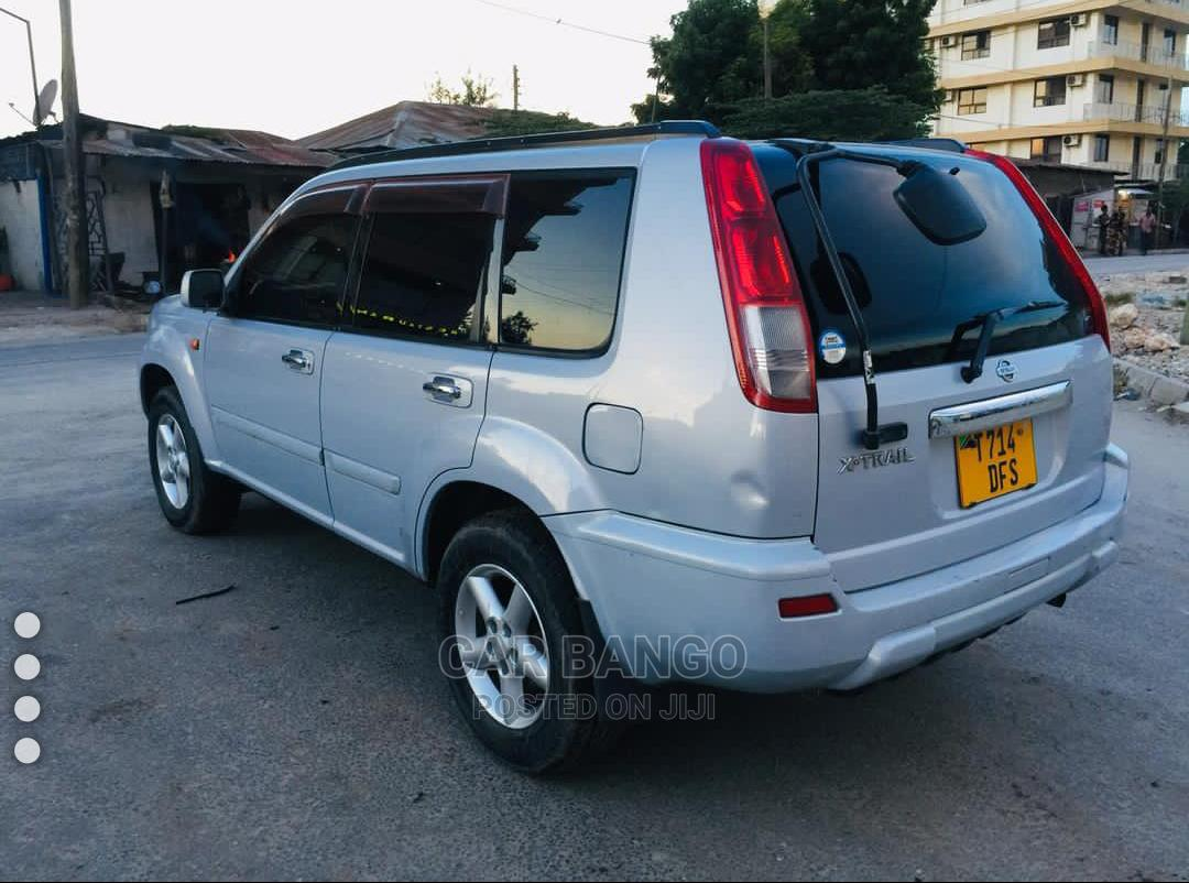 Archive: Nissan X-Trail 2002 2.0 Gray