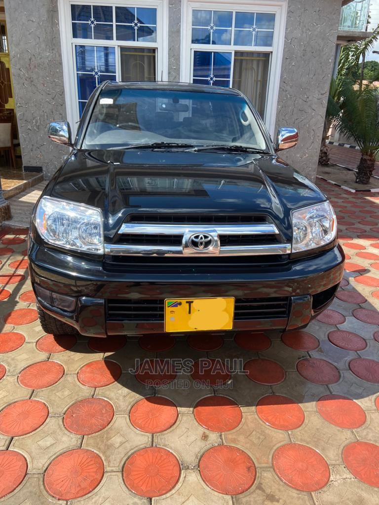 Archive: Toyota Hilux 2004 Black