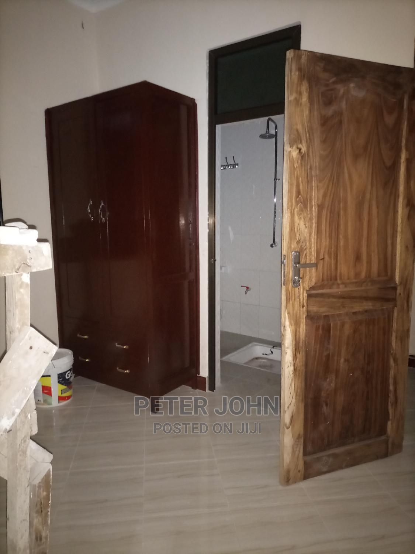 2bedrooms Livingroom Kitchen Master Public Toilet's