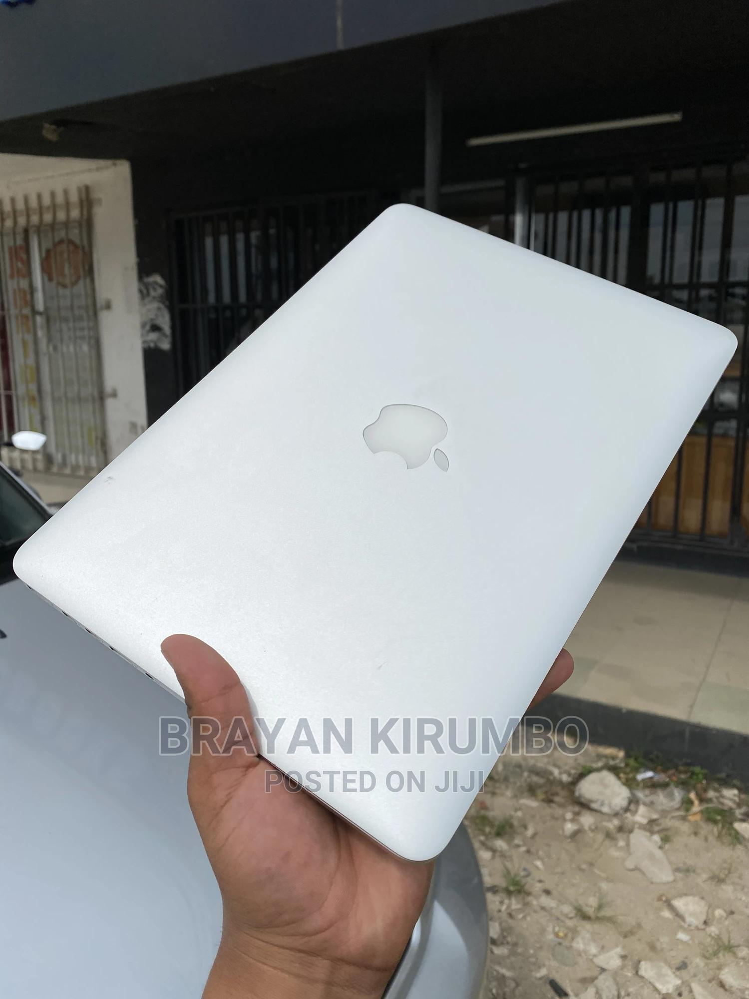 Archive: Laptop Apple MacBook 2015 8GB Intel Core I5 SSD 250GB