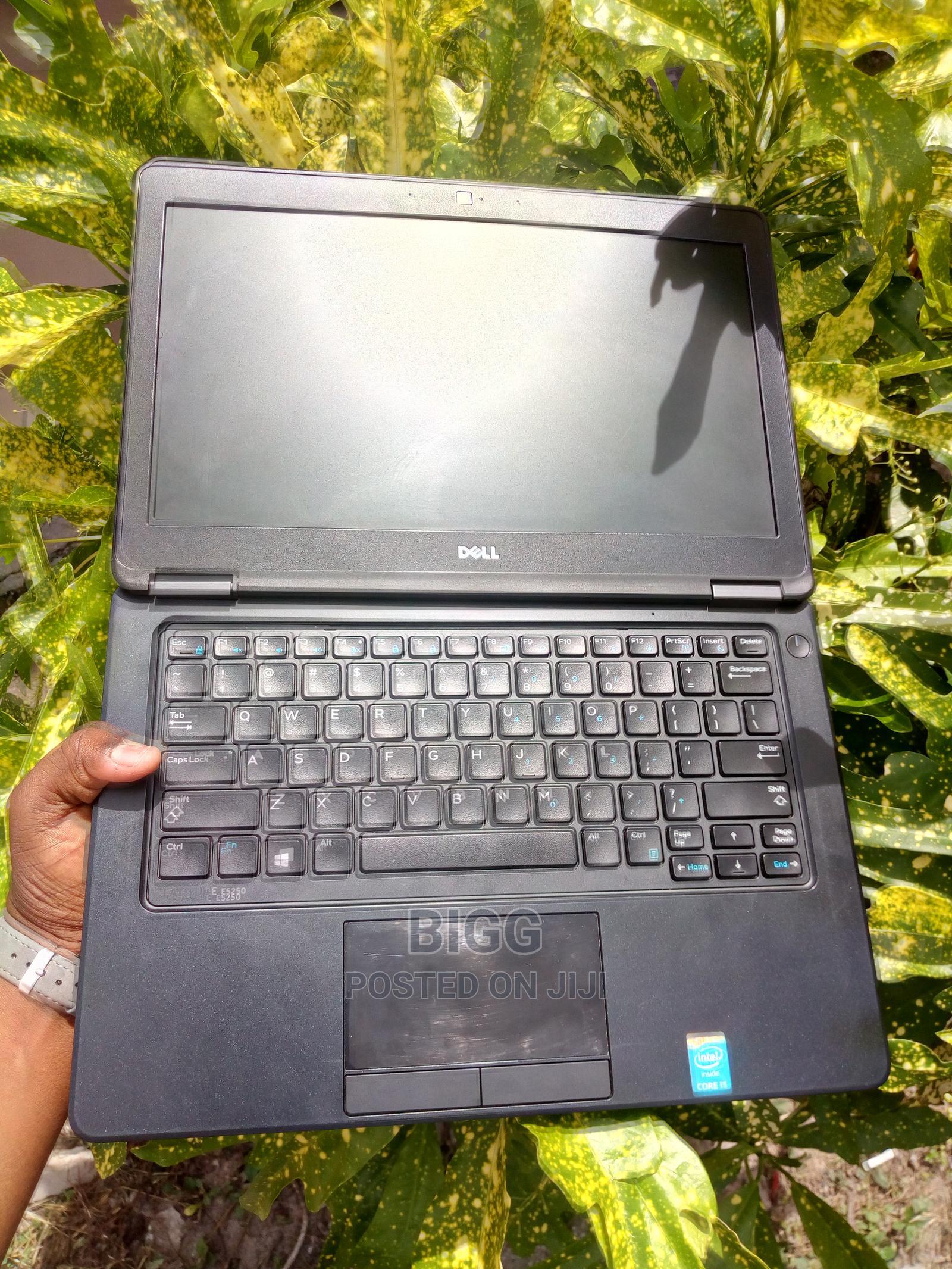 Archive: Laptop Dell Latitude 12 E5250 8GB Intel Core I5 SSD 256GB