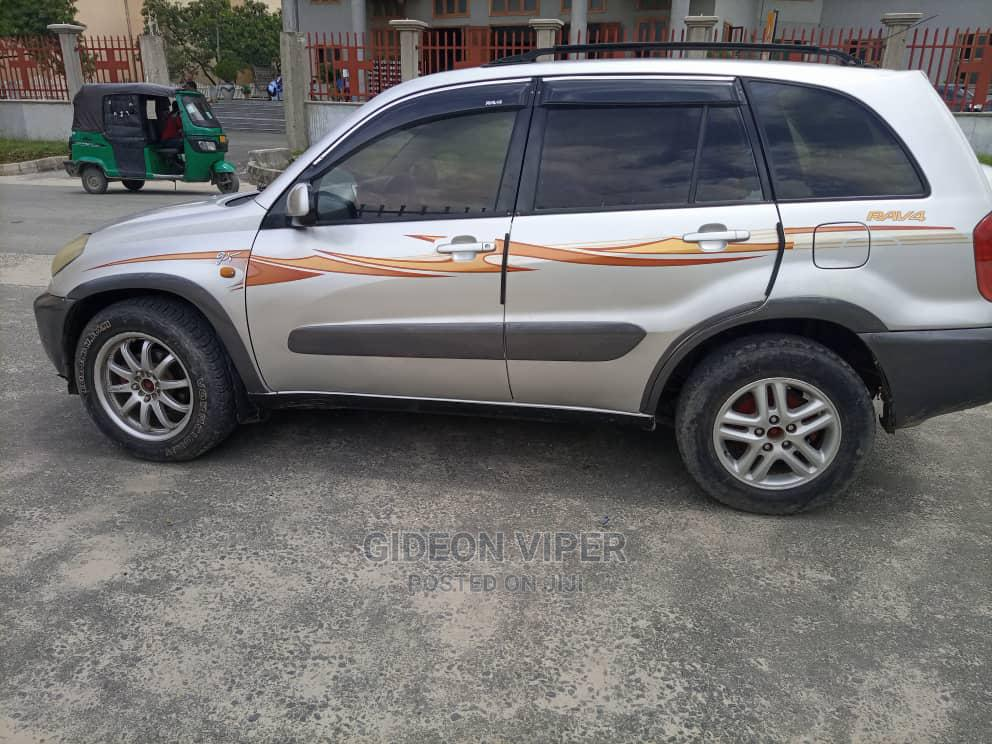 Archive: Toyota RAV4 2002 Automatic Silver