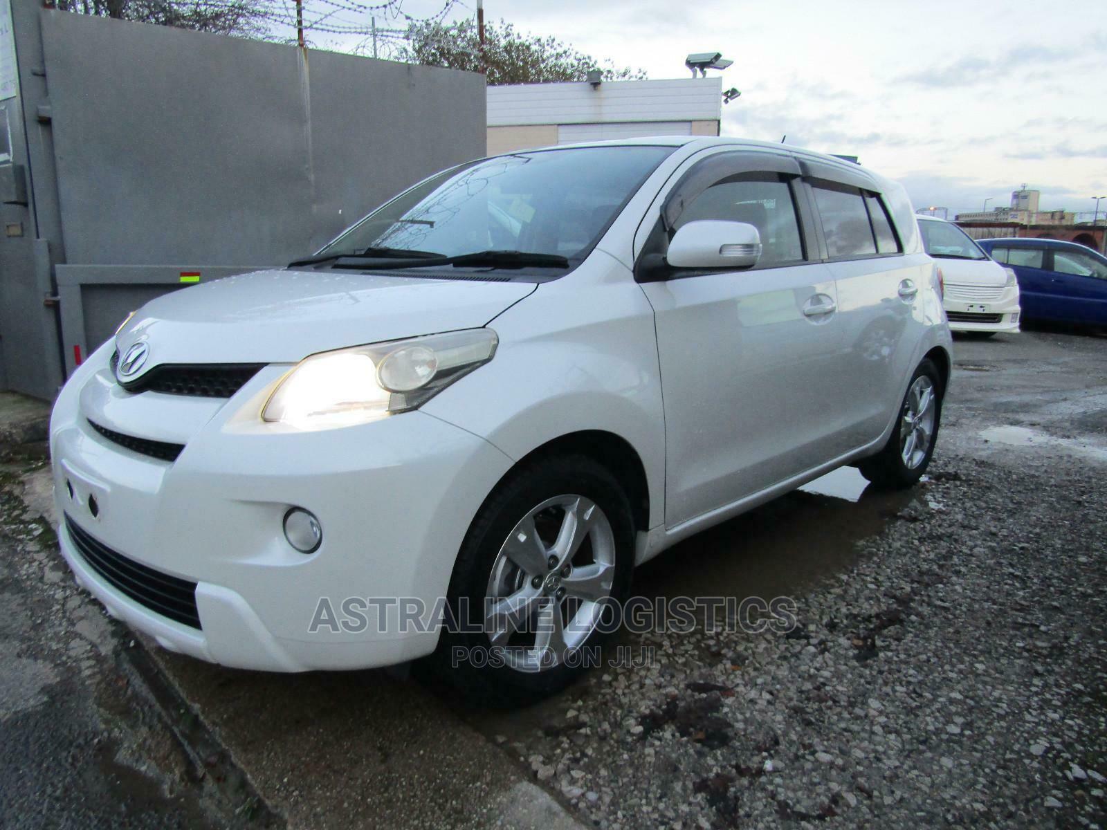 Toyota IST 2010 White