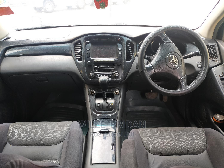 Archive: Toyota Kluger 2004 Black